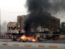Ein Fahrzeug brennt nach einem Bombenanschlag am 3. September in Bagdad.