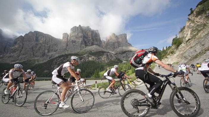 Sellamassiv Radeln Sellaronda Bike Days Südtirol Dolomiten Mountainbike