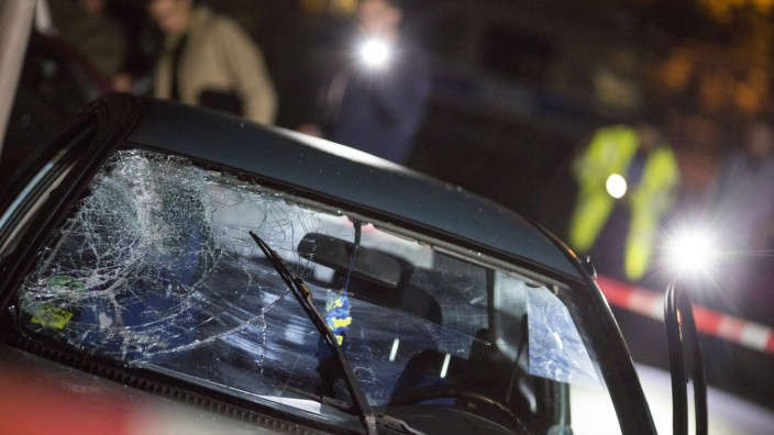 Autofahrer fährt mehrere Männer nach Streit an