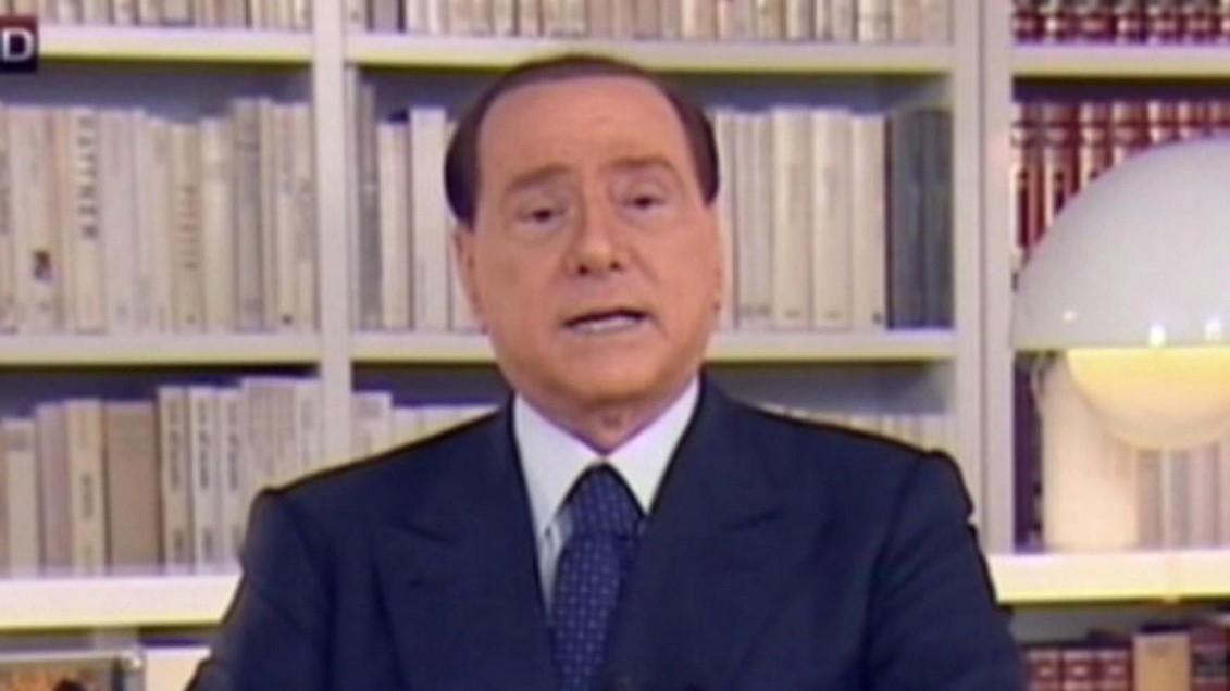 Berlusconi: Ich bleibe in der Politik
