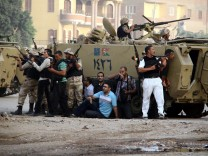 Security operation against hardliners in Kerdasa