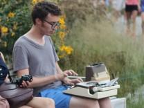 Christopher D. Hermelin und seine Schreibmaschine