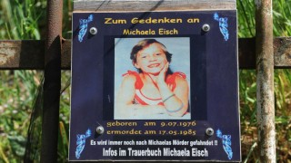 Gedenktafel für ermordetes Mädchen in München, 2011
