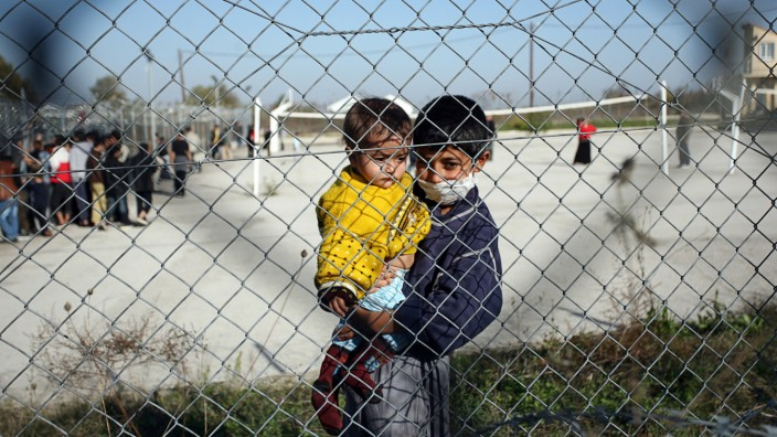 Flüchtlingskinder in einem Auffanglager an der griechisch-türkischen Grenze