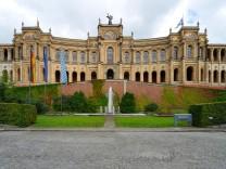 Das Maximilianeum in München.