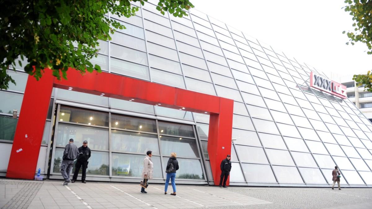 Xxxlutz Schließt Münchner Filiale Behandelt Wie Verbrecher