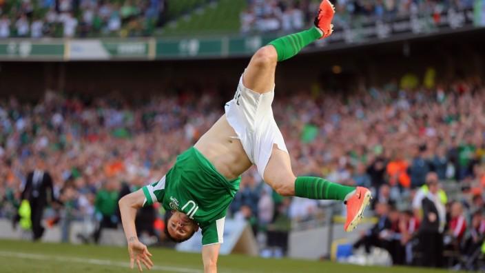 BESTPIX Republic of Ireland v Faroe Islands - FIFA 2014 World Cup Qualifier