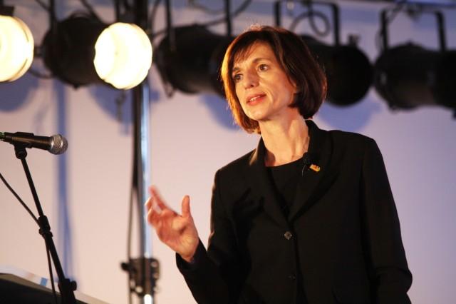 Jutta Allmendinger bei Tagung 'Armut und Ausgrenzung' in München, 2010