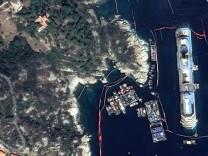 Giglio Italien: Costa Concordia nach dem Aufrichten von oben