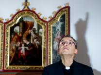 Limburg: Bischof Franz-Peter Tebartz-van Elst im Dezember 2012. Derzeit wartet er in Rom auf eine Audienz bei Papst Franziskus.
