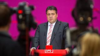 Sigmar Gabriel bei einer Pressekonferenz nach dem SPD-Parteikonvent im Oktober 2013