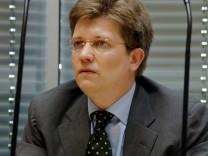 Eckart von Klaeden, Visa-Untersuchungsausschuss nimmt nach Beschluß des BVG seine Arbeit wieder auf, 2005