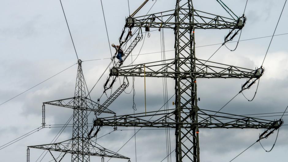 Arbeiten an Strommasten