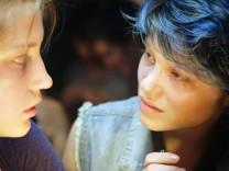 """Adèle Exarchopoulos (links) und Léa Seydoux in """"Blau ist eine warme Farbe"""""""
