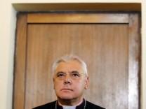 Nach Missbrauchsskandal verteidigt Bischof Personalentscheidung