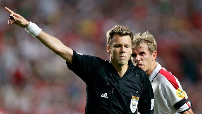 EURO 2004 - Schiedsrichter Urs Meier untergetaucht