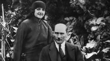 Mustafa Kemal Atatürk und seine Ehefrau, 1923 | Mustafa Kemal Atatuerk and his wife, 1923