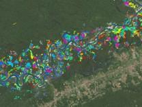 Goldminen zerstören den Regenwald in Peru