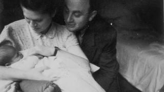 Ruth und Walter Abraham kurz nach der Geburt von Tochter Reha im Januar 1943.