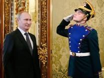 Russian President Vladimir Putin arrives for a meeting with Ecuadorean President Rafael Correa in Moscow