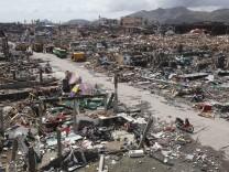 In Tacloban zerstörte Haiyan Tausende Häuser - hier eine Siedlung am Fischereihafen der Provinzhauptstadt.