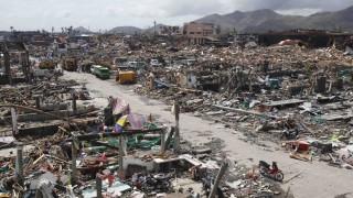 Thousands of homes lie destroyed near fishport after super Typhoon Haiyan battered Tacloban city