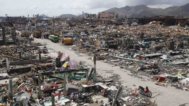 Thousands of homes lie destroyed near fishport after super Typhoon Haiyan battered Tacloban city