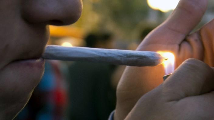 Kiffen, Joint, Marihuana, Gericht, Führerschein