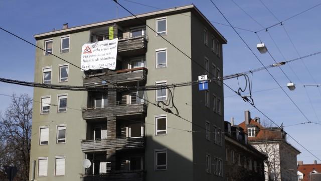 """""""Goldgrund"""" besetzt Kommunale Immobilie in München, 2013"""
