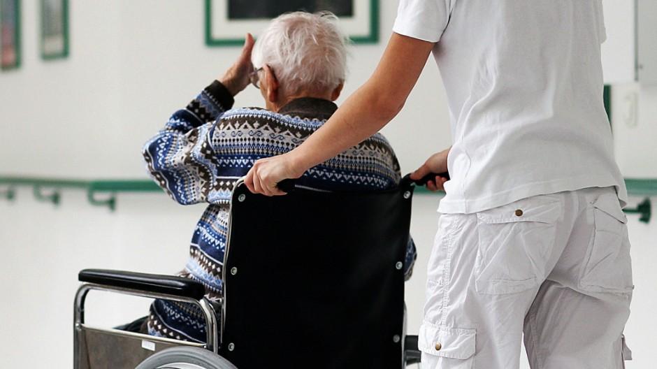 Brandenburg will Tarifvertrag für Pflegekräfte
