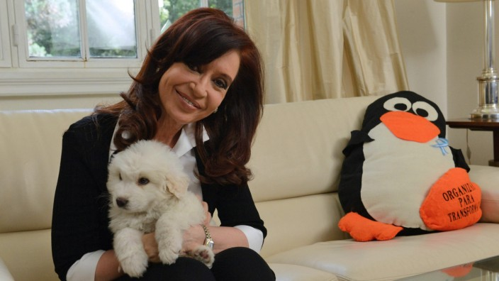 ARGENTINIAN PRESIDENT UPLOADS A VIDEO IN TWITTER AFTER HER SURGER