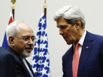 U.S. Secretary of State Kerry shakes hands with Iranian Foreign Minister Zarif after a ceremony at the United Nations in Geneva