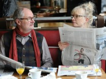 "Jim Broadbent und Lindsay Duncan in ""Le Weekend"""