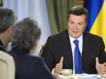 Ukraine's President Viktor Yanukovich meets with journalists in Kiev