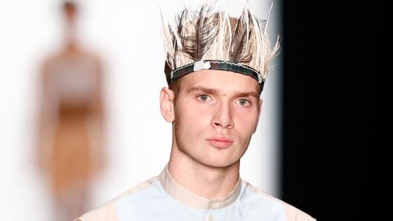 Leonid Alexeev : Mercedes-Benz Fashion Week Russia S/S 2014; Mann mit Schmuck
