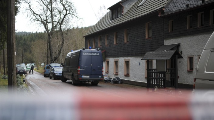 Police cars are parked in Gimmlitztal near the town of Hartmannsdorf-Reichenau