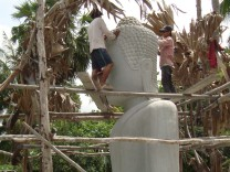 Buddha haushoch - Bei den Skulpteuren von Samnak in Kambodscha