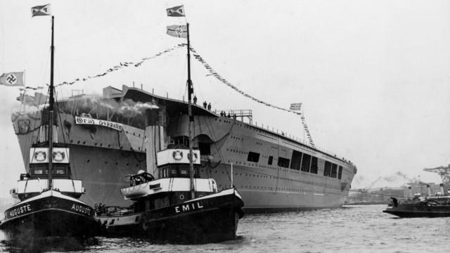 """Flugzeugträger """"Graf Zeppelin"""" nach dem Stapellauf in Kiel"""