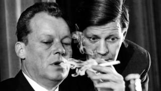 Willy Brandt (l.) und Helmut Schmidt im Gespräch