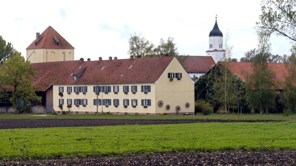 Gut Klosterzimmern, Heimat der Glaubensgemeinschaft  12 Stämme, 2004