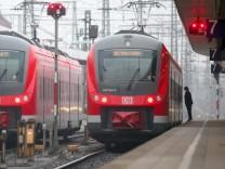 Acht Millionen Überstunden haben die Beschäftigten der Deutschen Bahn angesammelt.