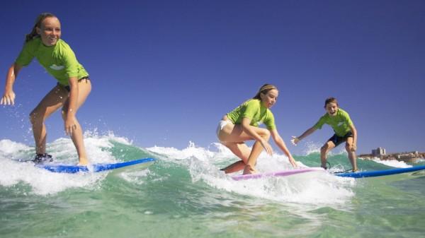Surfer am Bondi Beach in Sydney.