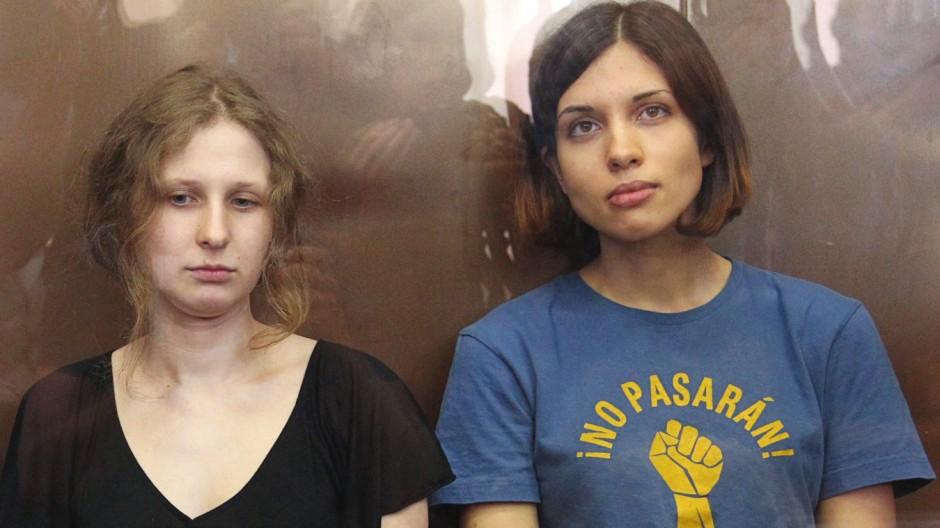 Pussy Riot Nadeschda Tolokonnikowa (l.) und Maria Aljochina