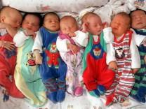 Neugeborene auf einer Säuglingsstation