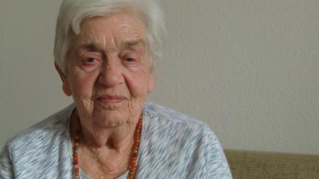 Lisa Mikova KZ Überlebende Lisa Mikova aus Prag KZ Überlebende Auschwitz Theresienstadt
