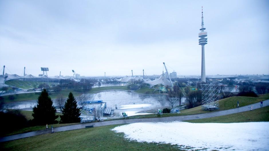 Ski Abfahrt Olympiaberg, Audi FIS Ski World Cup 2013 - Parallelslalom abgesagt wegen zu wenig Schnee, Olympiasee abgelassen