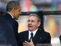 Obama und Castro bei Mandelas Trauerfeier