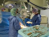 Neues Lendenwirbel-Implantat weltweit erstmals eingesetzt