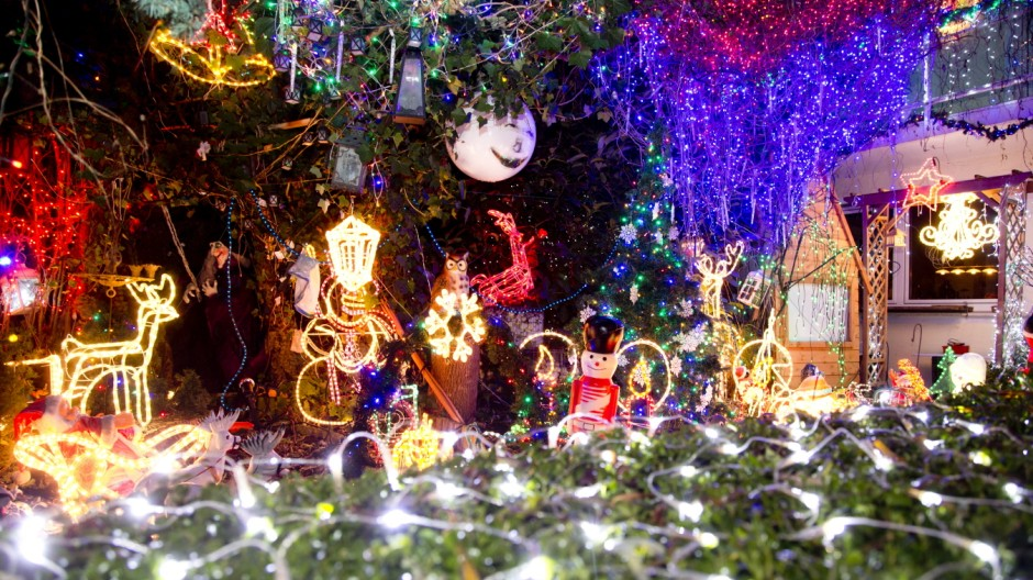 Olching: Weihnachtliche Lichter-Show an Haus von Manfred Piringer