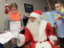 Der Weihnachtsmann in Himmelpfort prämiert die besten Wunschzettel.